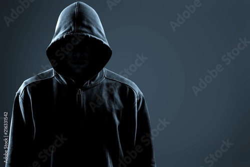 Fotomural Thief in black clothes on grey background