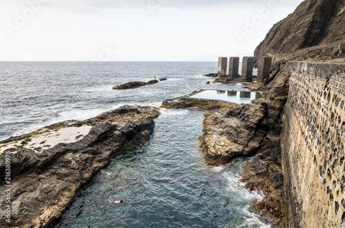 Deurstickers Canarische Eilanden Natural pool in La Gomera island, Canary Islands