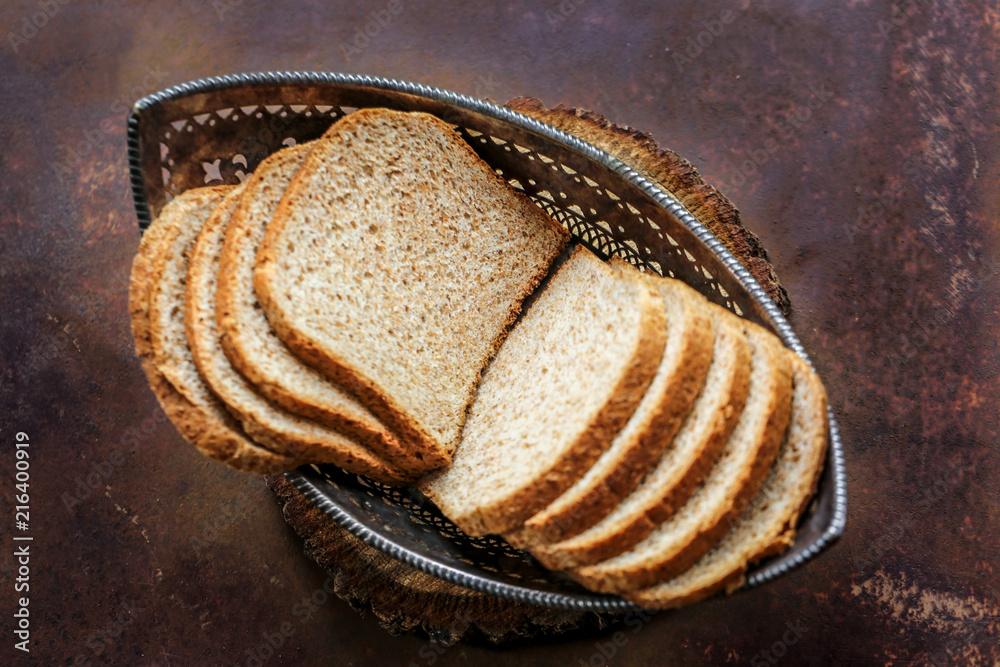 corbeille de tranches de pain de mie