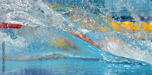 Photo Man compete in swimming pool