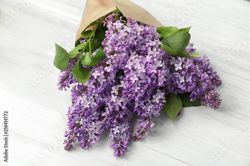 Foto op Plexiglas Lilac Blossoming lilac on light background. Spring flowers