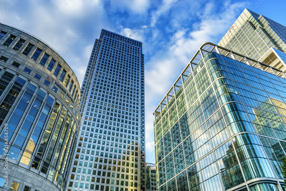 Fototapety, obrazy: Office buildings and South Quay footbridge in Canary Wharf, London