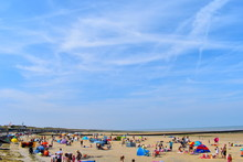 Minnis Bay Beach Packed With Tourists And Locals Enjoying The Sunshine. Birchington, Kent, England