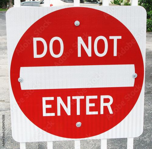 Fotografía  Do Not Enter Red Metal Sign