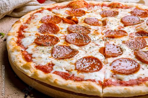 Cadres-photo bureau Pizzeria Pepperoni pizza on plate