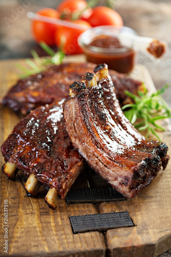 Carta da parati Grilled and smoked ribs with barbeque sauce
