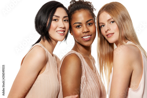 Portrait of three different nation women asian african-american and caucasian are brought together with diverse type on skin Fototapet
