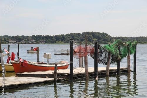 Fotografia, Obraz  idylle mit Fischer Boot in Holm in Schleswig