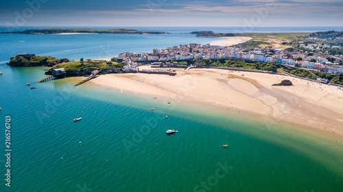 Photographie Aerial drone view of a beautiful coast town with sandy beaches and colorful buil
