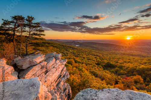 Fotomural Sunset view from Annapolis Rocks, along the Appalachian Trail on South Mountain,