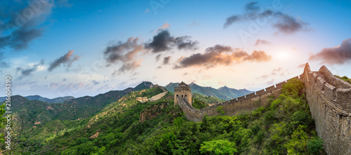 Muraille de Chine Majestic Great Wall of China at sunset,panoramic view