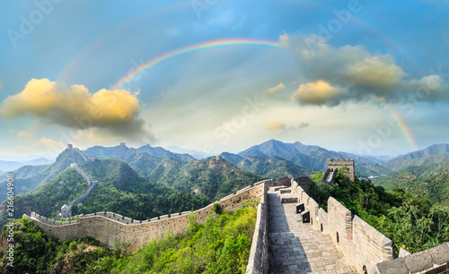 Tuinposter China Majestic Great Wall of China and beautiful rainbow at sunset