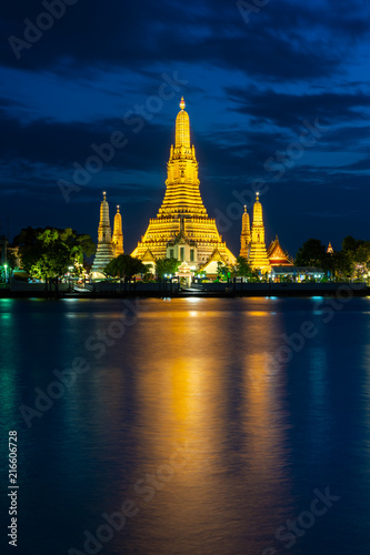 Deurstickers Bangkok Wat Arun Temple beside Chao Phraya River at twilight time in Bangkok, Thailand. One of the most famous place of Thailand's landmarks. Light reflection on smooth water.