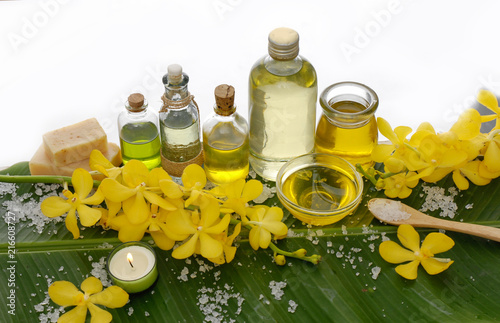 Foto op Aluminium Spa Spa setting on banana leaf with yellow orchid ,candle, salt in spoon