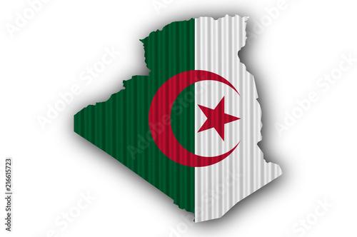 Foto op Plexiglas Algerije Karte und Fahne von Algerien auf Wellblech