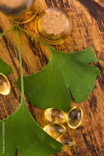 Obraz na plátně  ginkgo with essential oil