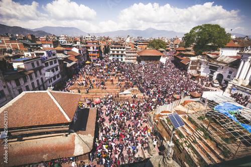 Tablou Canvas holi festival crowds in nepal