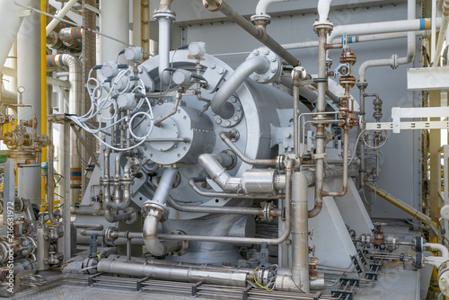 Fotografía  Gas compressor bundle on offshore oil and gas industry with piping and instrument system