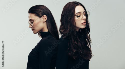 Female models in black outfit and glasses Fototapeta