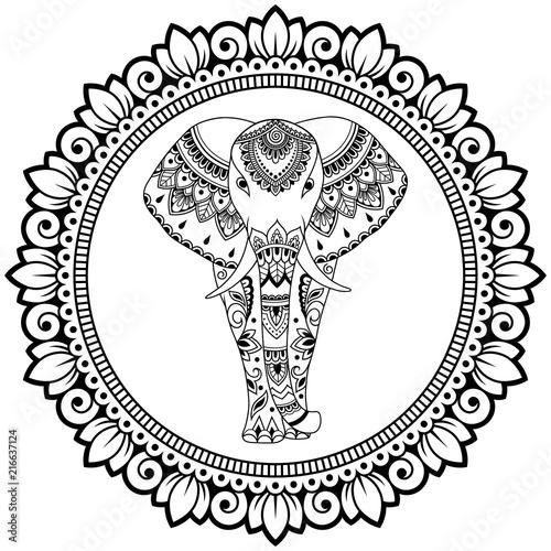 Słoń afrykański w mandali ozdobiony indyjskim etnicznym kwiatowym wzorem vintage. Ręcznie rysowane dekoracyjne zwierząt w stylu bazgroły. Stylizowany ornament Mehndi do tatuażu, wydruku, okładki i kolorowanki.