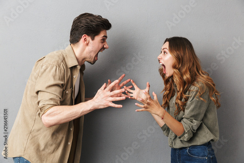 Photo Portrait of an angry young couple having an argument
