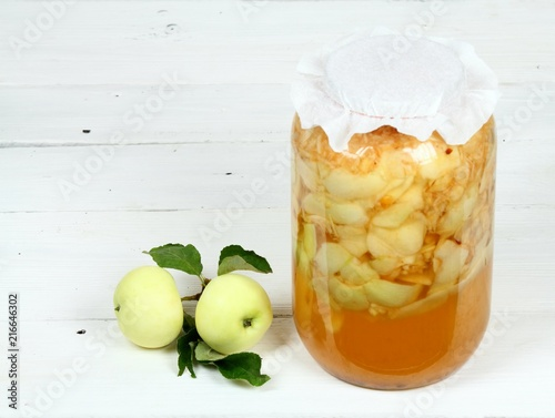 Photo Handmade apple vinegar from organic white  apples / Grated apples with peels, wa