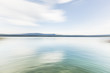 Hintergundbild, Background, Friedliche Wasserlandschaft mit Land am Horizont. Peaceful seascape with land at the horizon.