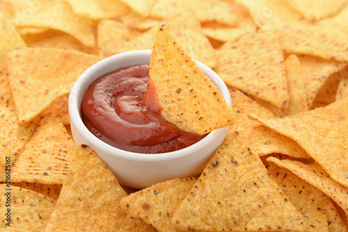 Fotomural Nacho chips and tomato dip sauce