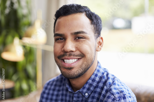 Photographie  Young Hispanic man in coffee shop smiling to camera