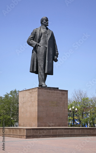 In de dag Historisch mon. Lenin square in Yuzhno-Sakhalinsk. Sakhalin island. Russia