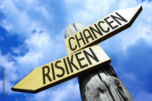 Photographie  Risk, chance (English)/ Risiken, Chancen (German) - wooden signpost