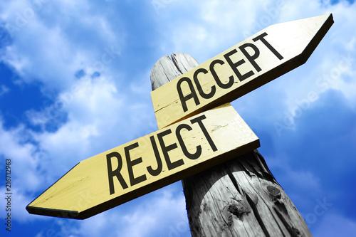 Fotografía  Accept, reject - wooden signpost