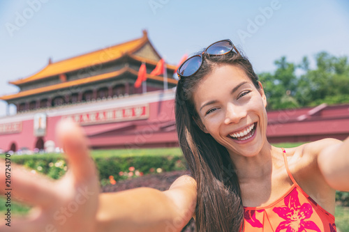 Keuken foto achterwand Aziatische Plekken Asian tourist girl taking selfie photo with phone at Tiananmen Square in Beijing city, China. Asia travel chinese woman lifestyle.