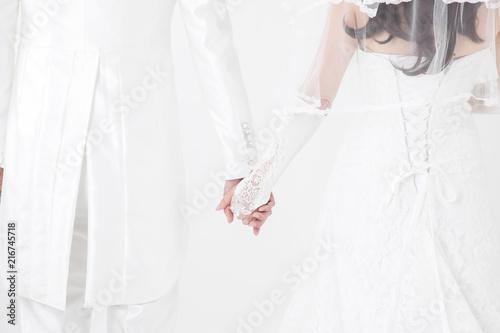 Valokuva  手をつなぐ新郎新婦