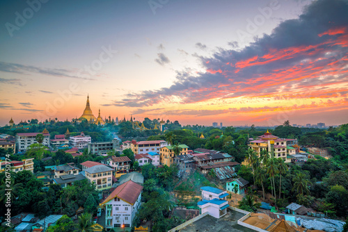 Foto op Plexiglas Asia land Yangon skyline with Shwedagon Pagoda in Myanmar