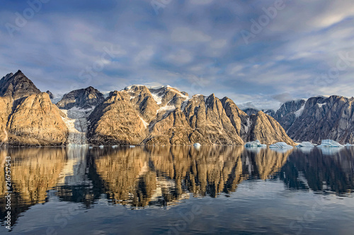 In de dag Poolcirkel Beautiful Greenland fjord landscape with reflection in water
