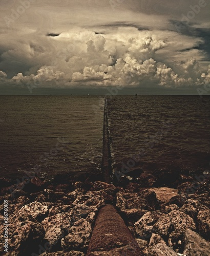 Foto op Aluminium Grijze traf. Clouds over Galveston Bay