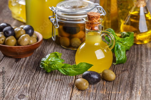Foto op Plexiglas Aromatische Pickled green and black olives