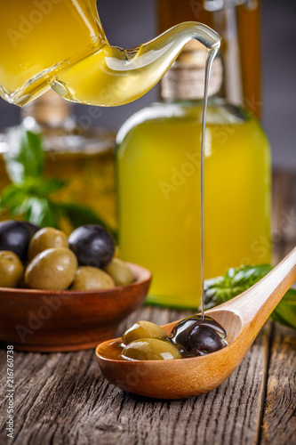 Foto op Plexiglas Aromatische Black and green olives