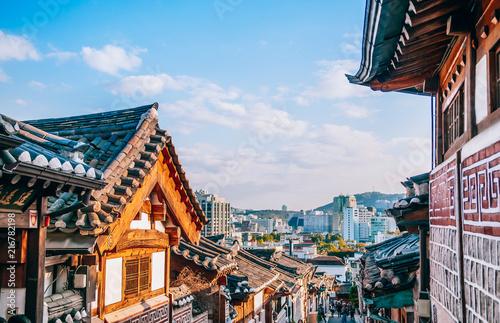 Photo sur Toile Con. Antique Bukchon Hanok Village, old traditional Korean house with tourist