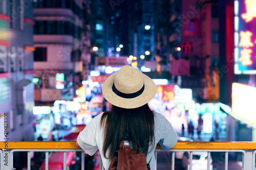 Photo sur Toile Hong-Kong Tourist is enjoy traveling in famous night market in Mong Kok, Hong Kong.