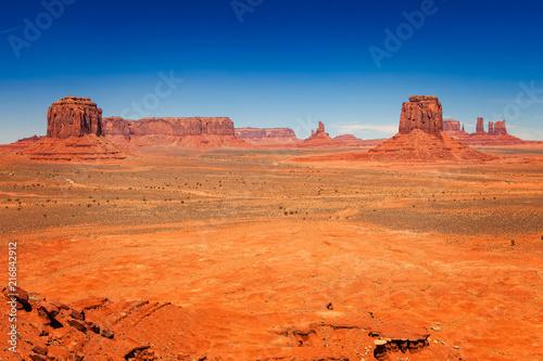 Stickers pour porte Orange eclat Arid Desert Landscape in Monument Valley, Utah