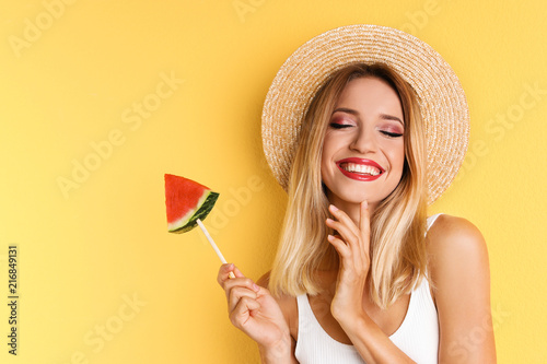 Obraz Pretty young woman with juicy watermelon on color background - fototapety do salonu