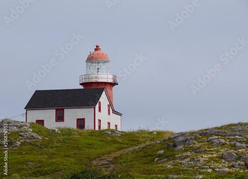 Foto op Aluminium Vuurtoren red and white lighthouse at Ferryland, Newfoundland Canada