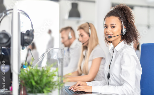 Stampa su Tela Call center worker accompanied by her team.