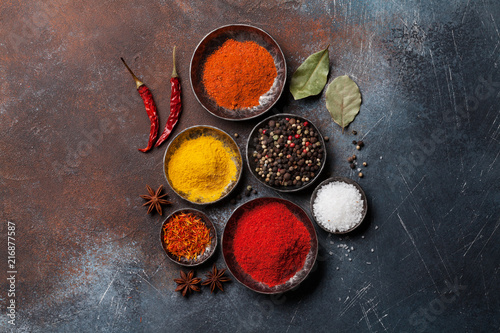Poster Hoogte schaal Colorful spices on stone table