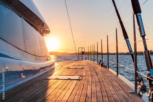 Fototapeta coucher de soleil en catamaran