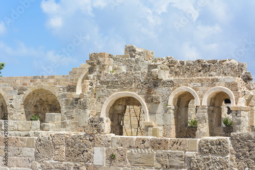 Foto op Aluminium Rudnes the ruins of a Roman Basilica on the Mediterranean sea. Arch opening. Side, Turkey