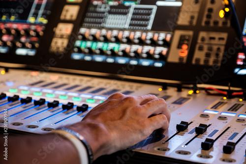 Fotografie, Obraz  Live Tontechnik und Eventtechnik an einem Mischpult