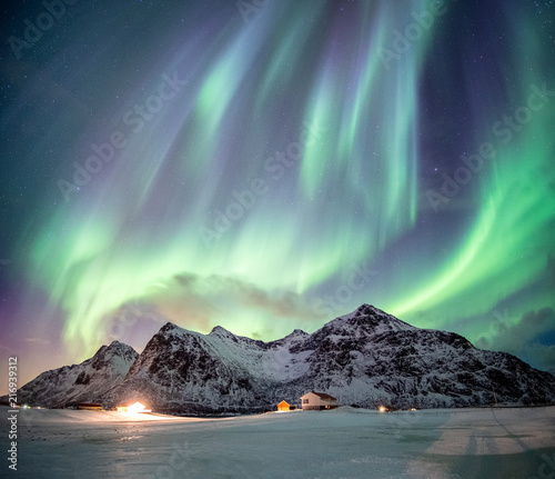Poster Aurore polaire Fantastic Aurora borealis with starry dancing over snow mountain